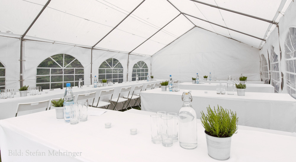 Event_Stuehle_Partyzelt_weiss